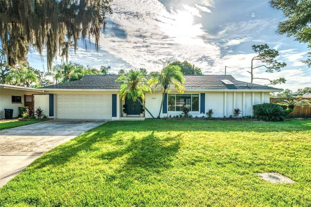 $499,999 - 4Br/2Ba -  for Sale in Lake Conway Estates, Belle Isle