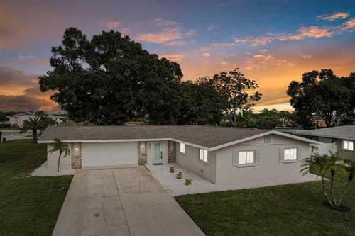 $499,000 - 3Br/2Ba -  for Sale in South Gate, Sarasota