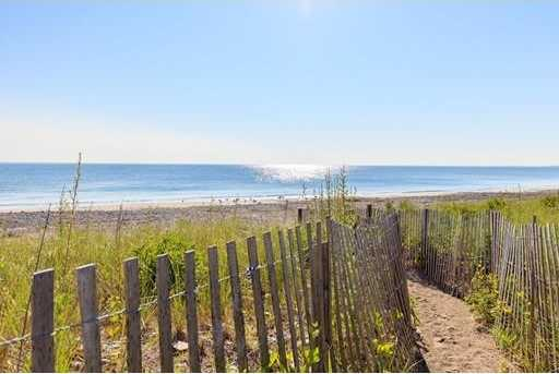 $1,100,000 - 6Br/3Ba -  for Sale in Hull