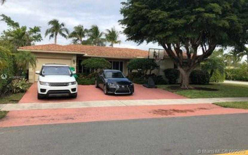 $635,000 - 4Br/3Ba -  for Sale in Imperial Point 2 Sec, Fort Lauderdale