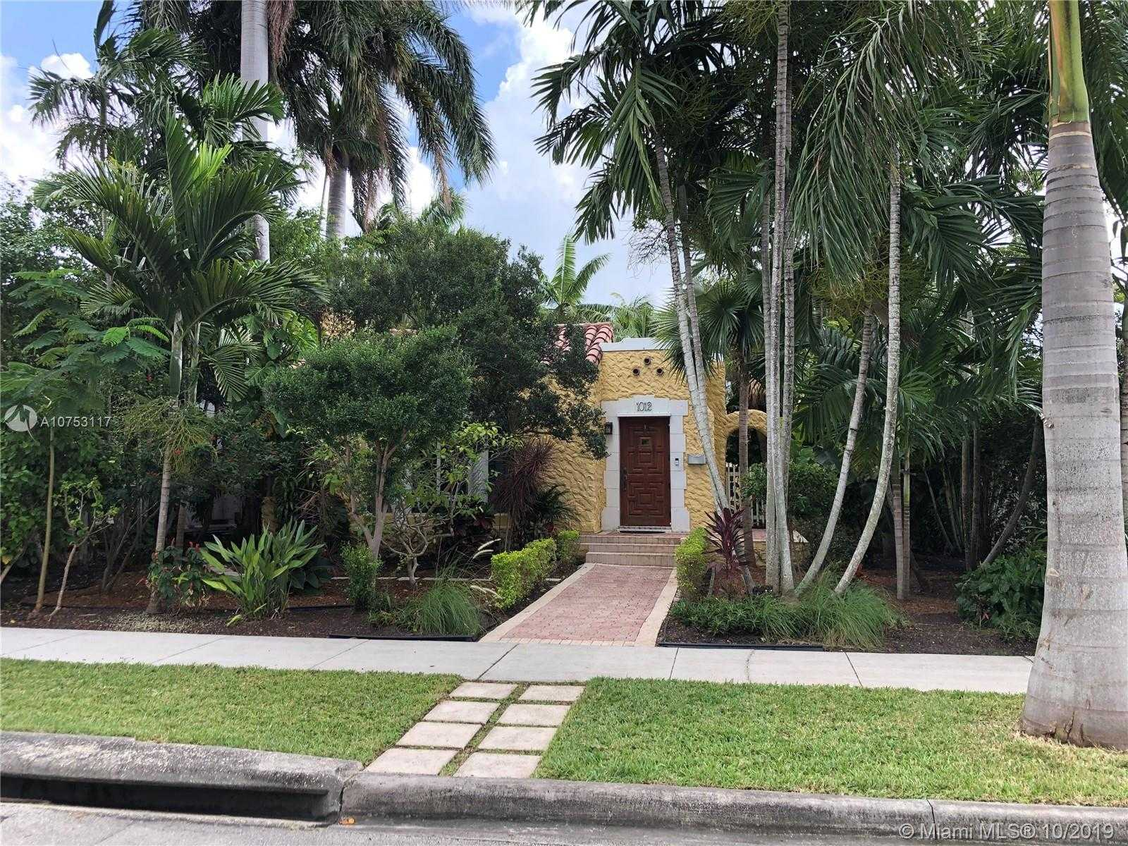 $529,900 - 3Br/2Ba -  for Sale in Hollywood Lakes Sec, Hollywood