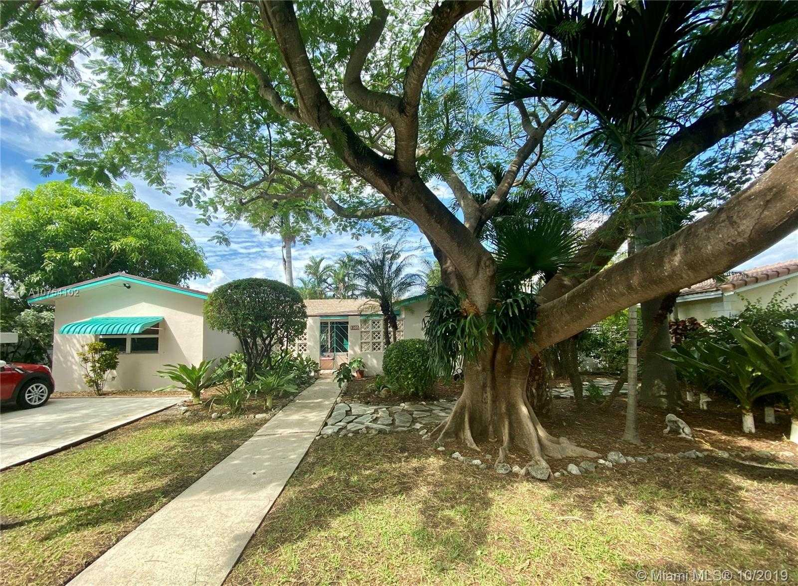 $429,000 - 3Br/2Ba -  for Sale in Country Club Homes, Hollywood
