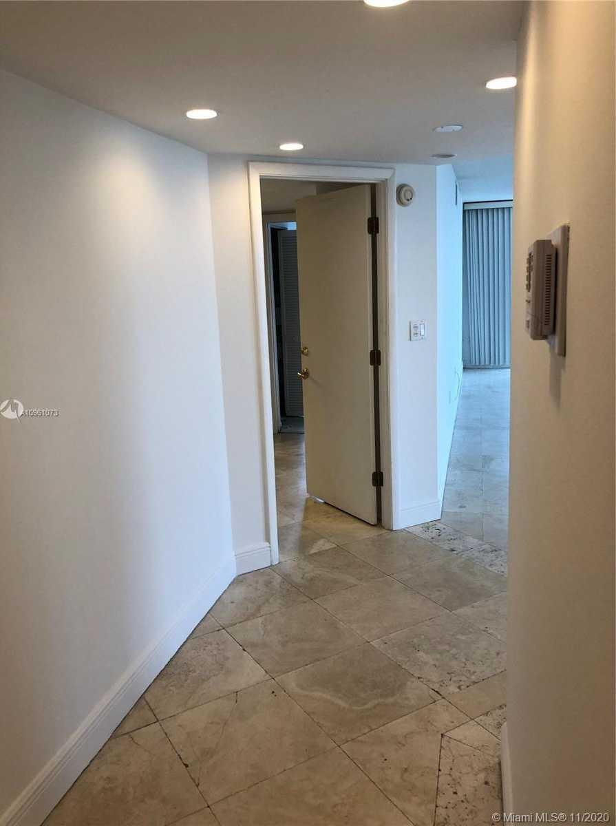 $549,000 - 2Br/2Ba -  for Sale in Brickell Bay Club Condo, Miami