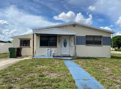 $450,000 - 4Br/2Ba -  for Sale in 2nd Rev Pl Saratoga Heigh, Hialeah