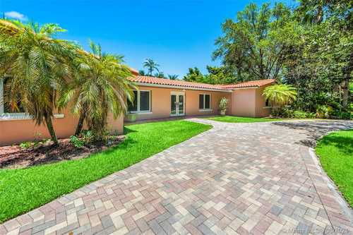 $2,150,000 - 5Br/4Ba -  for Sale in Town & Ranch Ests, Pinecrest