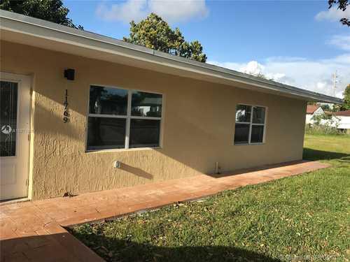 $260,000 - 3Br/2Ba -  for Sale in Richards Sub, Miami
