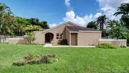 $542,100 - 4Br/2Ba -  for Sale in Weitzer Shauna Meadows Sec, Miami