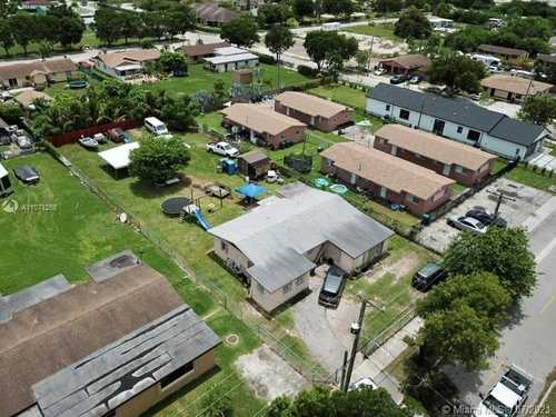 $299,500 - 4Br/2Ba -  for Sale in Green Park Sub, Florida City