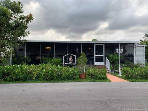 $210,000 - 3Br/2Ba -  for Sale in Americana Village Condo, Miami