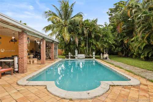 $520,000 - 4Br/2Ba -  for Sale in Saga Bay Sec 1 Pt 4, Cutler Bay