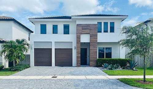 $844,900 - 4Br/4Ba -  for Sale in Venetian Parc West, Miami