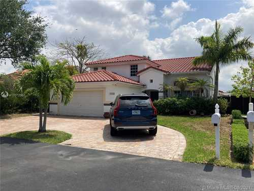 $689,000 - 4Br/3Ba -  for Sale in Lakes Of The Meadow - Ne, Miami