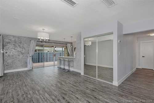 $359,900 - 3Br/2Ba -  for Sale in Devon-aire Villas Sec 7, Miami