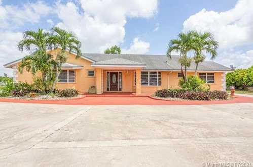 $999,999 - 4Br/4Ba -  for Sale in 4.75 Acres, Homestead