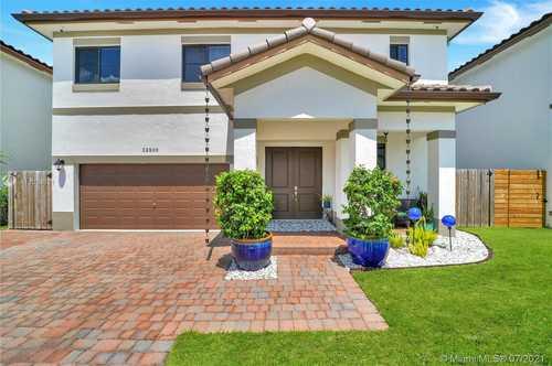 $485,000 - 4Br/4Ba -  for Sale in Southland Iv Subdivision, Miami