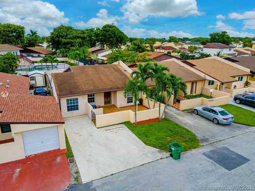$330,000 - 3Br/2Ba -  for Sale in Lakes Of Acadia Unit One, Miami Gardens
