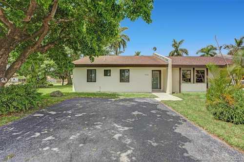 $340,000 - 3Br/2Ba -  for Sale in Bent Tree Center, Miami