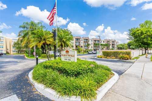 $299,500 - 2Br/2Ba -  for Sale in Briarwinds Condo Ph Ii, Miami