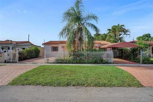 $550,000 - 2Br/2Ba -  for Sale in Ideal Homes Sub No 4, Hialeah