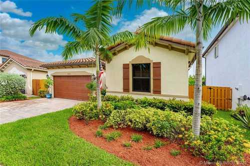 $475,000 - 3Br/3Ba -  for Sale in Venetian Parc West, Miami