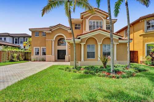 $830,000 - 5Br/4Ba -  for Sale in Grand Lakes Phase Ii, Miami
