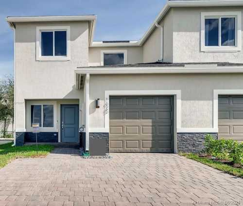$385,000 - 3Br/3Ba -  for Sale in Palms At Bella Vista, Homestead