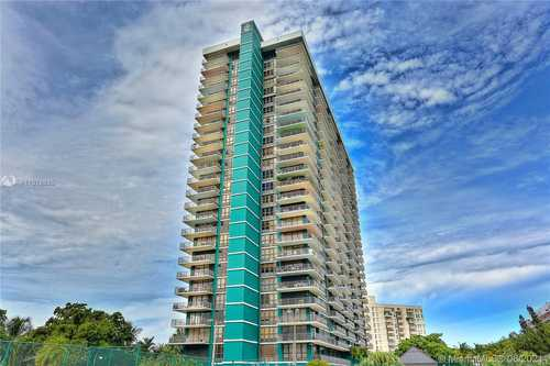 $369,000 - 2Br/2Ba -  for Sale in The Palm Bay Yacht Club C, Miami