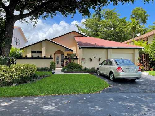 $430,000 - 2Br/2Ba -  for Sale in Lakes Of The Meadow Patio, Miami