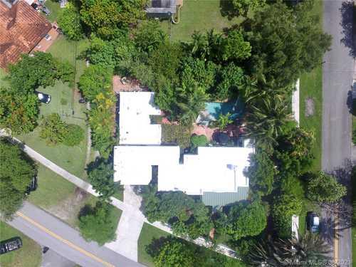 $825,000 - 4Br/3Ba -  for Sale in Country Club Estates Sec, Miami Springs