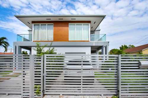 $990,000 - 4Br/4Ba -  for Sale in West Roads Townhomes Cond, Miami