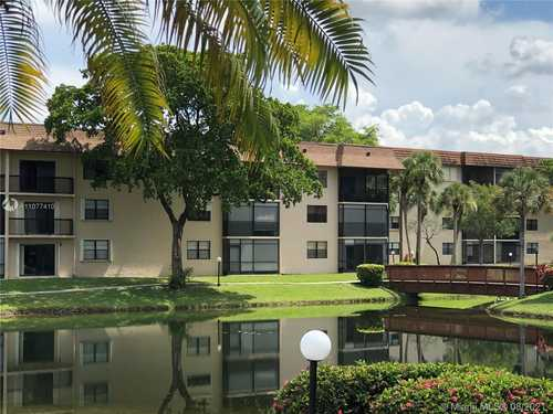 $86,000 - 2Br/2Ba -  for Sale in Lakes Of Carriage Hills 5, Tamarac