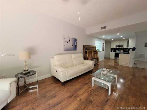 $535,000 - 4Br/3Ba -  for Sale in Lakes Of The Meadow, Miami