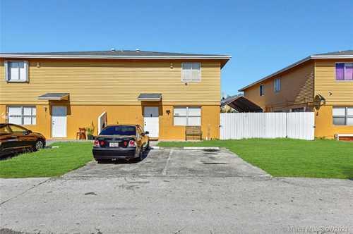 $149,900 - 2Br/2Ba -  for Sale in Seagrape Village Condo, Homestead