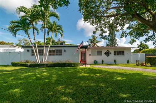 $585,000 - 3Br/2Ba -  for Sale in Ranchero Homesites, Miami