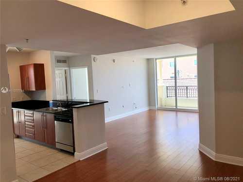 $480,000 - 3Br/3Ba -  for Sale in Gables Marquis Condo, Miami