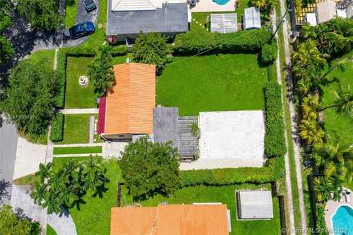$450,000 - 2Br/1Ba -  for Sale in Spring View, Miami Springs