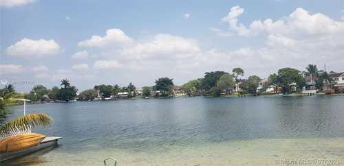 $315,000 - 2Br/2Ba -  for Sale in Lake Royal East, Hialeah