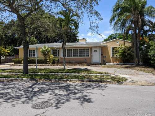 $774,900 - 5Br/3Ba -  for Sale in Silver Crest, Miami