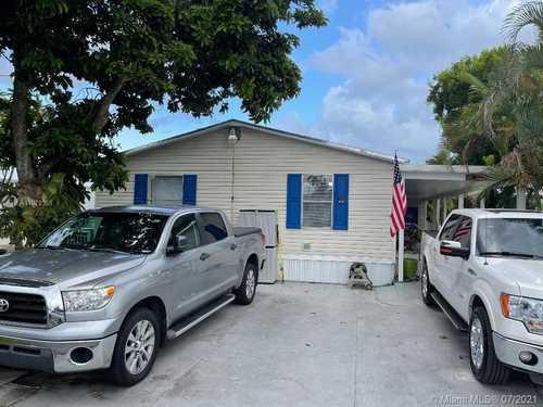 $205,000 - 3Br/2Ba -  for Sale in Americana Village Condo, Miami