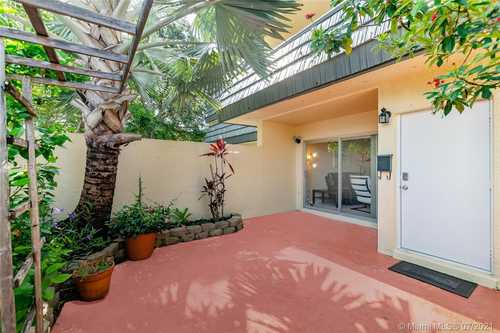 $280,000 - 2Br/3Ba -  for Sale in Kendale Lakes Townhouse C, Miami