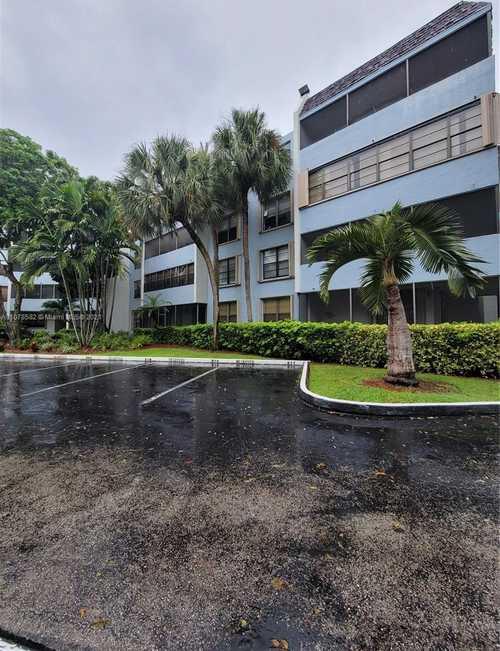 $260,000 - 2Br/2Ba -  for Sale in Kendall Gate Condo, Miami