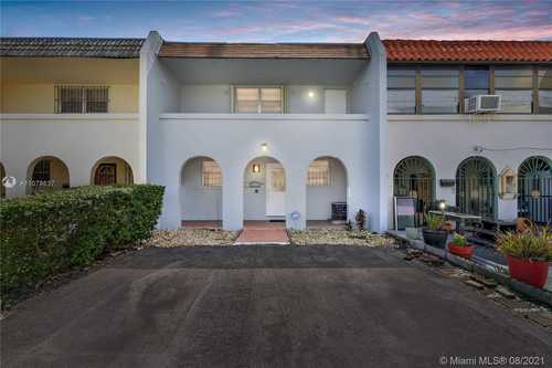 $310,000 - 2Br/2Ba -  for Sale in 2nd Addn To Palm Springs, Hialeah