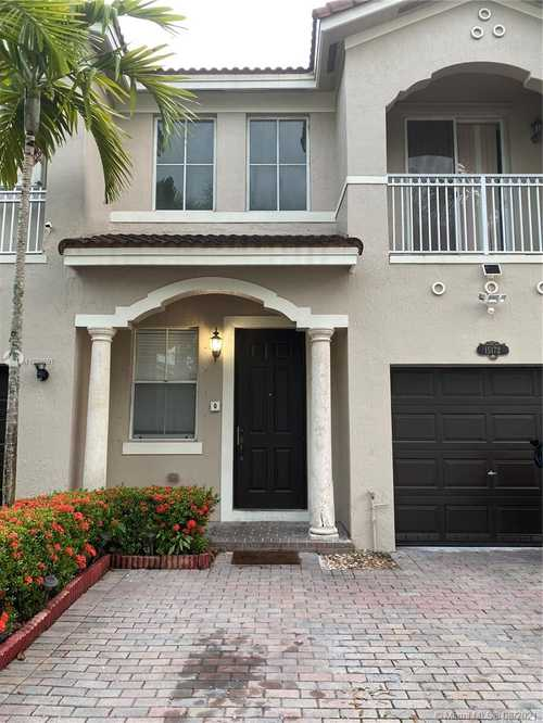 $430,000 - 3Br/3Ba -  for Sale in Grand Lakes Phase Iii, Miami