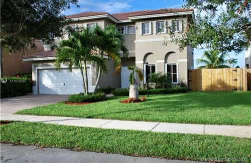 $725,000 - 3Br/4Ba -  for Sale in Twin Lake Shores South, Miami