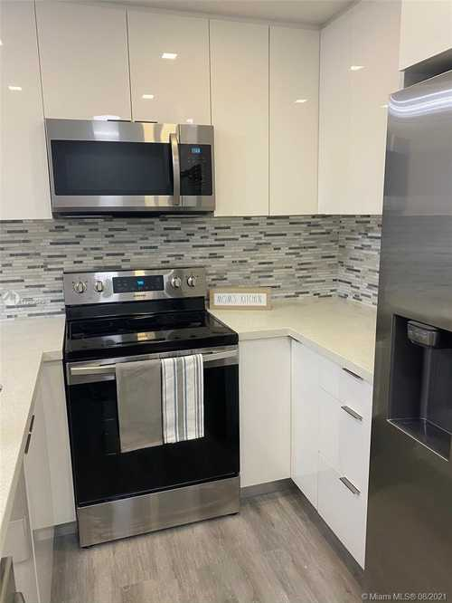 $240,000 - 2Br/2Ba -  for Sale in Springs Towers Condo, Miami Springs