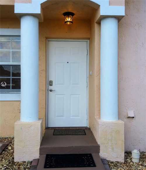 $280,000 - 3Br/3Ba -  for Sale in Bonita Villas Condo, Miami