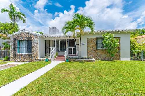 $465,000 - 4Br/2Ba -  for Sale in Silver Crest, Miami