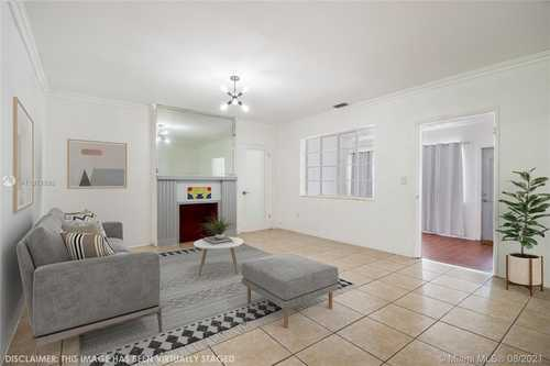 $499,000 - 3Br/2Ba -  for Sale in Silver Bluff Est-sec B, Miami