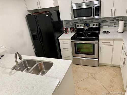 $305,000 - 2Br/2Ba -  for Sale in Host Crossings, Miami