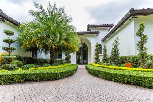 $899,000 - 4Br/4Ba -  for Sale in 4th Addn To Royal Oaks, Miami Lakes